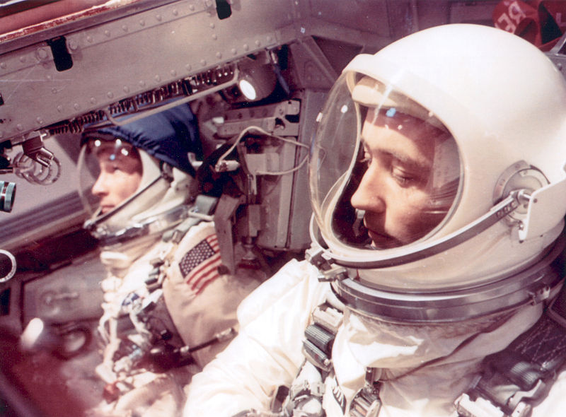 800px-Astronauts_White_and_McDivitt_Inside_Gemini_IV_Spacecraft_-_GPN-2002-000031