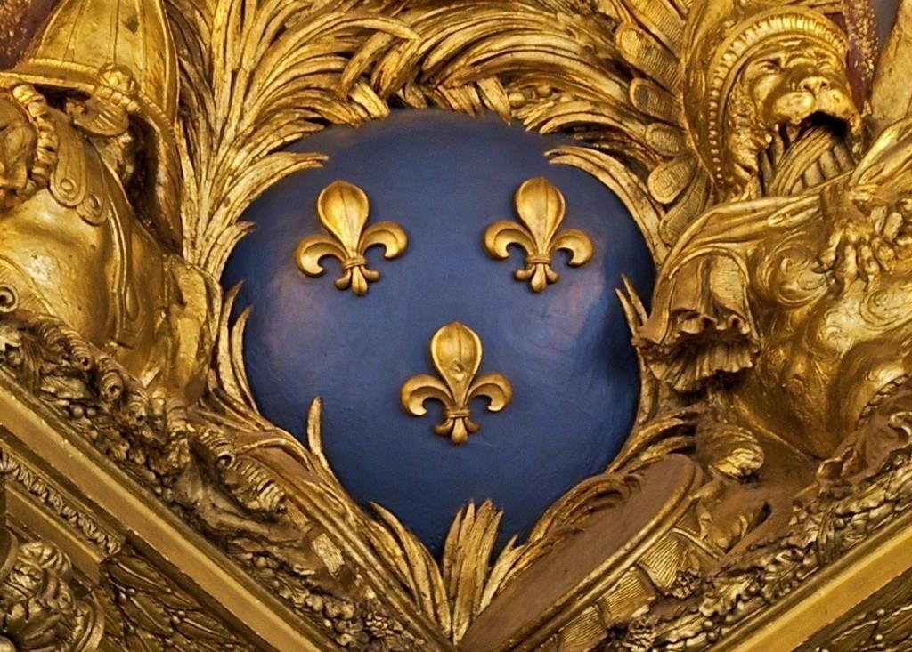 Fleurs_de_lis_salon_guerre_angle_plafond_Versailles
